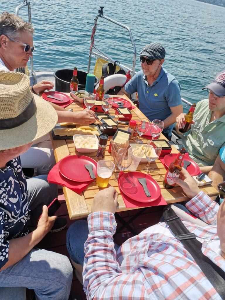 Raclette mit Freunden auf dem Schiff, alles auf dem Zürichsee.